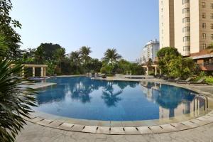 The swimming pool at or near Aryaduta Suite Semanggi