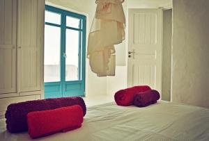 A bed or beds in a room at Meltemi Breeze Pool House