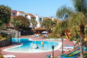 The swimming pool at or near Apartamentos Oasis San Antonio