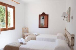 A bed or beds in a room at Serena Sol