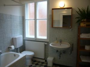 A bathroom at Apartments Thommen
