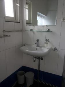 A bathroom at 't Uutrusthuus