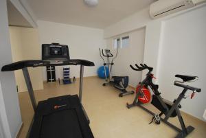 The fitness center and/or fitness facilities at Apartamentos Alborada