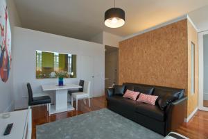 A seating area at Bolhão Nobre Apartments