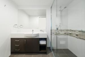 A bathroom at Direct Hotels - Pacific Sands