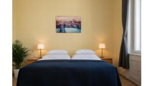 A bed or beds in a room at Old Town Residence Apartments
