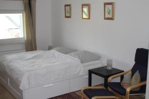 Ein Bett oder Betten in einem Zimmer der Unterkunft Ruhige Ferienwohnungen mit Teichblick