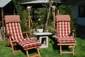 Ein Garten an der Unterkunft Ferienwohnung am Wehlenbach