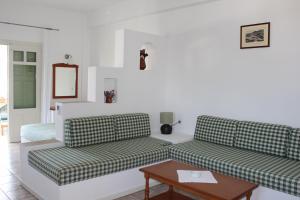 The lounge or bar area at Eleonas Apartments