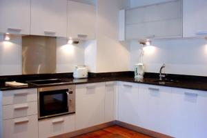 A kitchen or kitchenette at Travelling Light Apartments @ The Edge