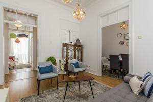 A seating area at Lisbon Guests Apartments