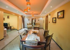 A restaurant or other place to eat at Safari Hotel Apartment (Formerly Ewa Safari)