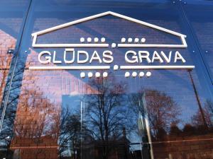Naktsmītnes Glūdas Grava logotips vai norāde