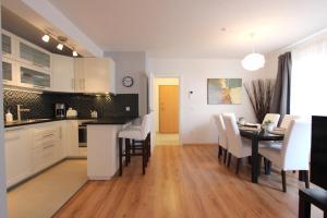 A kitchen or kitchenette at Apartment Mimi