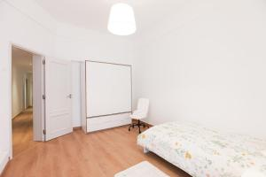 A bed or beds in a room at Glamorous Apartment Park Ed VII