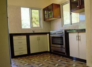 Кухня или мини-кухня в My Ozi Perl New Creole Villas