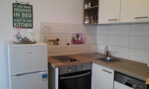 Nhà bếp/bếp nhỏ tại Marula Apartment