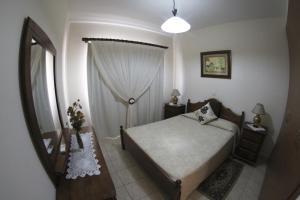 Кровать или кровати в номере Eve Pissouri Xιnisteri Villa