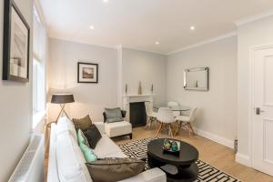 A seating area at High Street Kensington Apartment