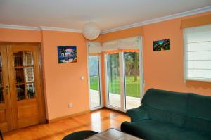 A seating area at Apartamento Turistico Zuri-Ane