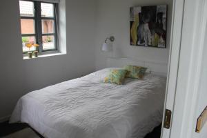 Een bed of bedden in een kamer bij Skelgaard Ferielejlighed