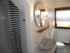 Ein Badezimmer in der Unterkunft Villa Du Lion D'or