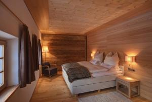 A bed or beds in a room at Silentium Dolomites Chalet since 1600
