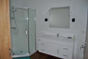 Salle de bains dans l'établissement Karenga Appartel