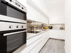 A kitchen or kitchenette at Luxury 3 Bedrooms Grands-Boulevards I by Livinparis