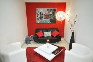 A seating area at Studio 17 by Atlantichotels - AL