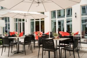 A restaurant or other place to eat at Adina Apartment Hotel Berlin Checkpoint Charlie