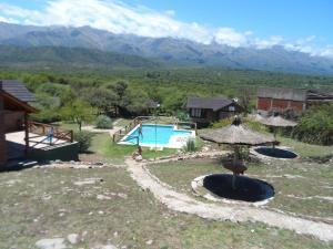 Una vista de la pileta en Cabañas Intihanan o alrededores