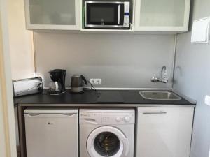 A kitchen or kitchenette at Benal Beach