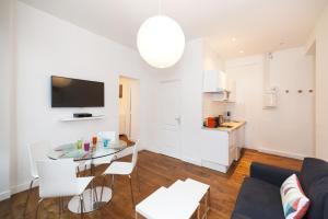Télévision ou salle de divertissement dans l'établissement Pick a Flat - Residence Mornay