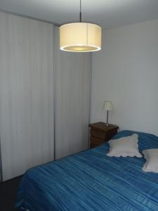 Una cama o camas en una habitación de Falkner 8