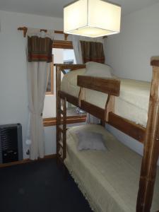 Una cama o camas cuchetas en una habitación  de Falkner 8