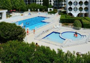 A view of the pool at Residence Residéal La Grande Motte or nearby