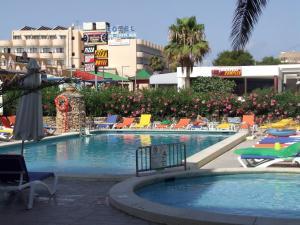 A piscina localizada em Bahia de San Antonio Beach ou nos arredores