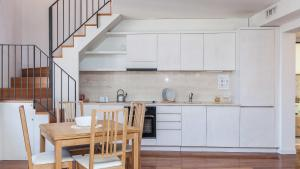 A kitchen or kitchenette at Savelli Suites