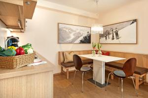 A kitchen or kitchenette at Hotel Appartement Neuhaus