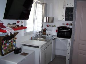 Cuisine ou kitchenette dans l'établissement Maison Halle