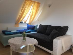 Ein Sitzbereich in der Unterkunft Fewo Zur Ilmenau