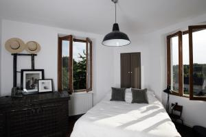 A bed or beds in a room at Maison Eureka Chantilly Gouvieux