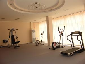 The fitness center and/or fitness facilities at Happy Aparthotel & Spa