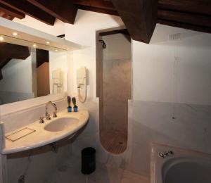 Salle de bains dans l'établissement Palazzo Contarini Della Porta Di Ferro