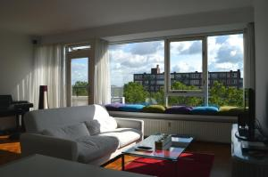 A seating area at Short Stay Rotterdam City
