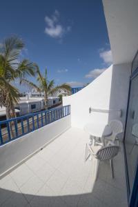 A balcony or terrace at Apartamentos Jable Bermudas