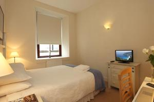 A bed or beds in a room at SACO Glasgow - Cochrane Street