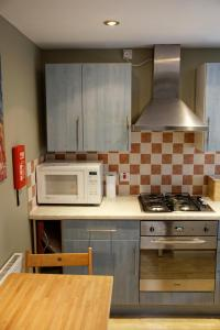 A kitchen or kitchenette at 3Mac Dunfermline Self-Catering Apartment