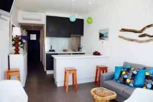 A kitchen or kitchenette at Casa Da Praia